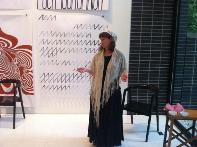 Amy Simon as Lucretia Mott